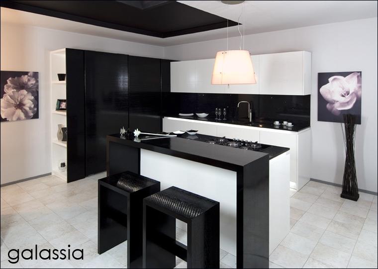 Cucina galassia design moderno cucina laccata lucida con - Illuminazione led cucina ...